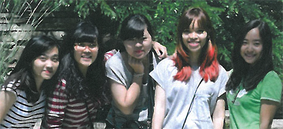 Photo of Elise, Mai, Lien, My, Hanh